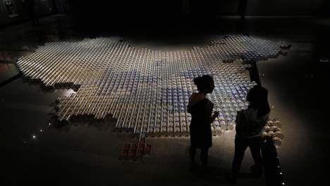 Ai Weiwei maakt landkaart met 1800 blikken babyvoeding - KUNST - PAROOL