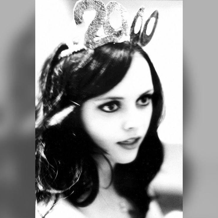 Christina Ricci by Ellen von Unwerth - monochrome #deathmetal #vampyyrit #gootit  #Helloween #μόδα #Jessicka #Addams #poikatytöt #TV2 #YLE #Helloween #RTL #gothic #muoti #Macron #indie #arthouse #EU27 #Gojira #punkki #noituus #Paris #Berlin #Brussels #Utrecht #Strasbourg #Luxembourg #Alsace #Gibraltar #Dister #Girona #Tukholma #Helsinki #Wien #Oostenrijk #Prague #Dacia #feminisme #Erasmus