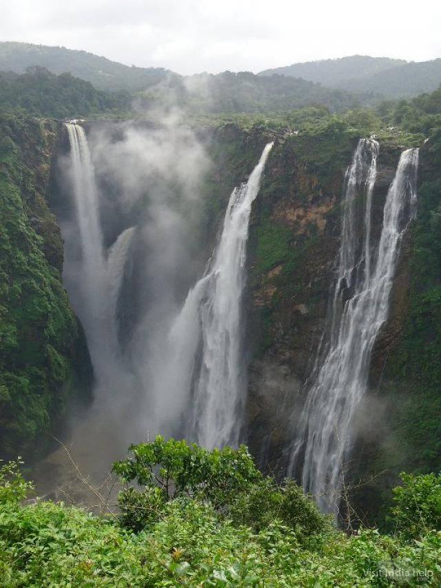 Kune Falls is located in the Lonavala Khandala valley in Pune, Maharashtra. The 14th highest waterfall in India, it is a tourist attraction