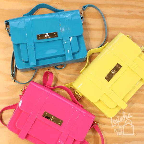 A bolsa Satchel da Petite Jolie é full plastic e totalmente moderna! Compre em www.petitejolie.com.br/lojinha