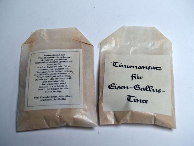 Eisen-Gallus-Tinten-Pulver im Papiertütchen
