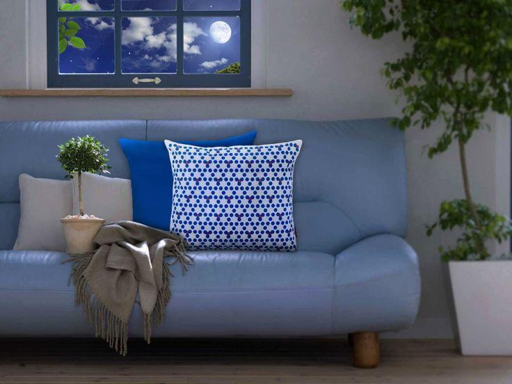 Desenli yastıklar ile koltuklarınıza hareket kazandırabilirsiniz. #dekorasyon #yastık #kırlent #mavi #gece #akşehir #fikirler #decoration #ev #pattern #desen #altıgen #petek #pembe #lacivert #blue #home
