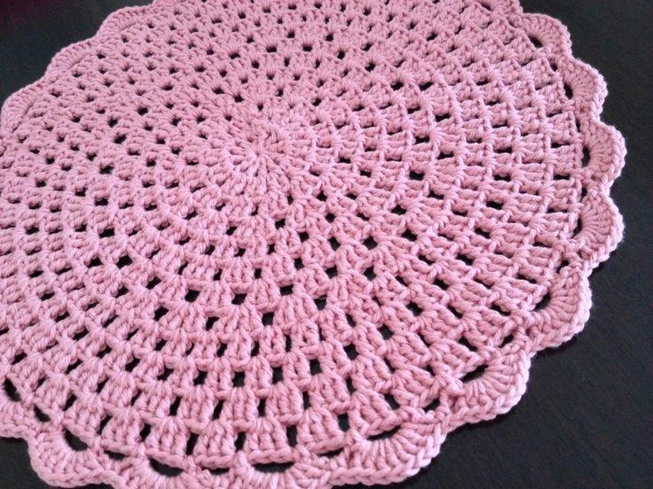 Sousplat de barbante de excelente qualidade.    Na cor: rosa quartzo.    Pode ser confeccionado em outras cores.