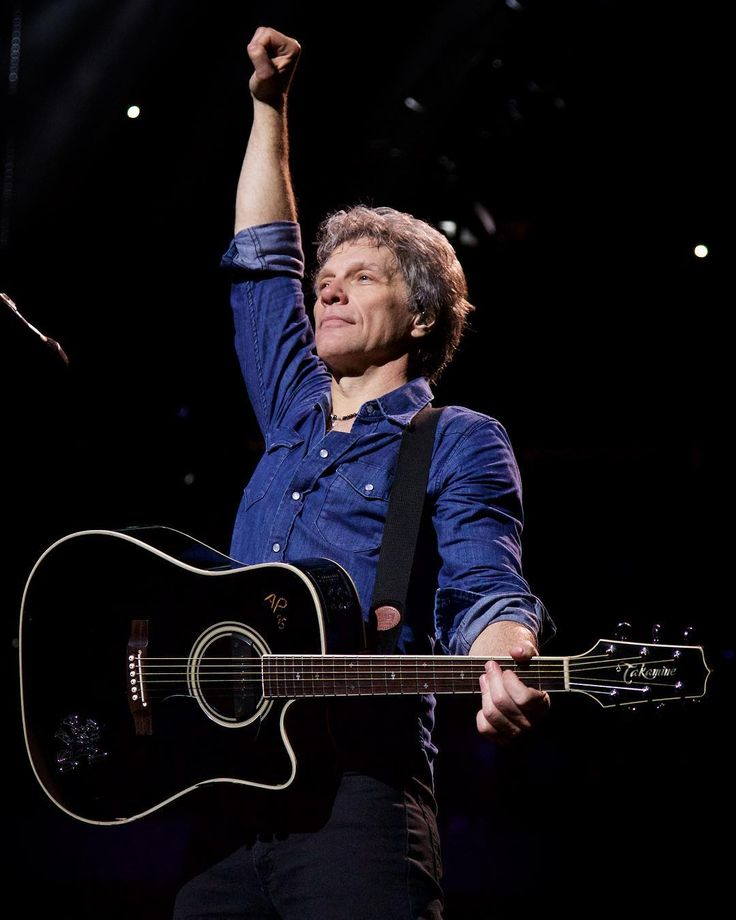 "70 curtidas, 3 comentários - Hart N Dagger (@hartndagger) no Instagram: ""#TBT Jon Bon Jovi wearing #HartNDagger on tour earlier this year Shop his look at…"""