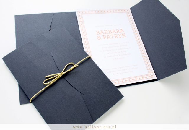 Ekskluzywne zaproszenia ślubne w granatowym folderze