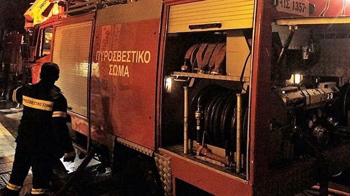 Πυρκαγιά σε αποθήκη ξυλείας στη Νέα Φιλαδέλφεια - ΤΩΡΑ