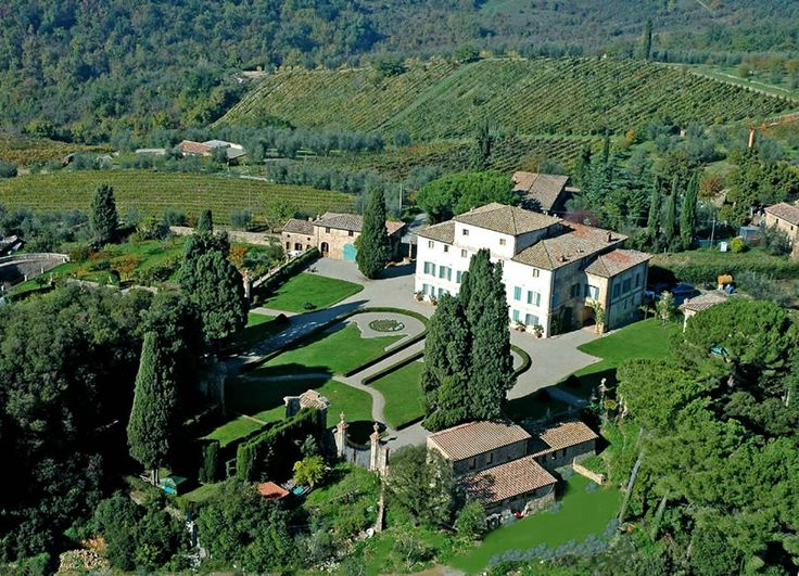 Chianti is probably the best known of Italy's wine producing regions and was first defined in 1716. Wines produced in the area are protected by the DOCG and are world-renowned for their quality. #madeintuscany www.madeintuscany.it/site/dt_portfolio/villa-di-geggiano-wines