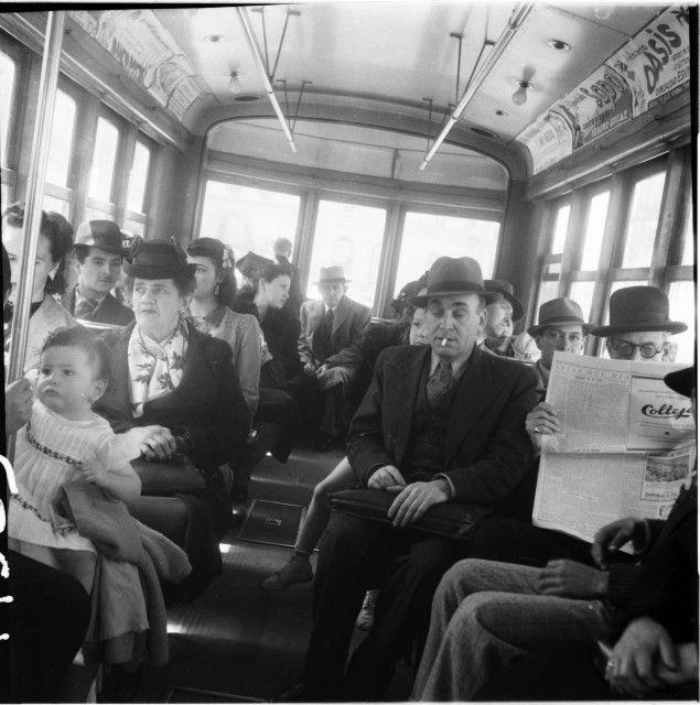 Crónica que muestra los tranvías y la gente / Daniel Rodríguez / 1940 / Colección Museo de Bogotá: MdB 19383 / Todos los derechos reservados