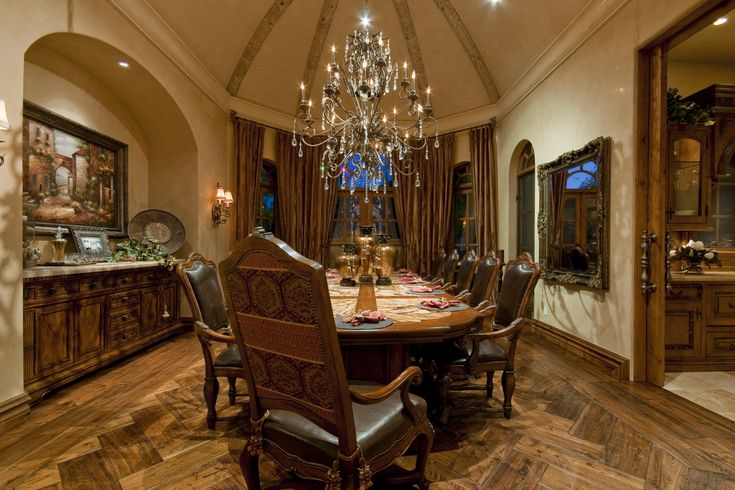 Elegant formal dining room with a traditional dinning for Beautiful traditional dining rooms