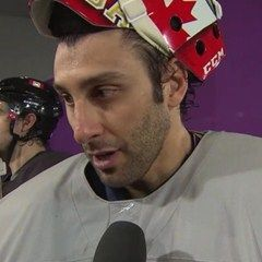 Radio Canada - Équipe Canada s'entraîne dans la bonne humeur. Jonathan Toews and Roberto Luongo speaking French. Great to show your FSL students the living language through their hockey heroes. I'm sure there are many other great interviews at this site.