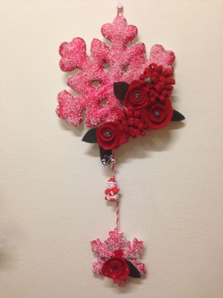 Snowflake decor. Handmade felt flowers, snowman, beads snowflakes. More at https://www.facebook.com/Moje-vence-995508700482994/