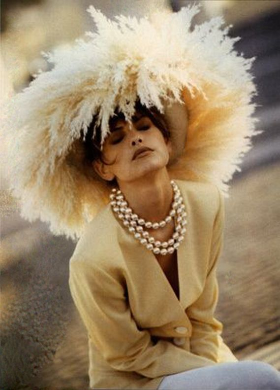 Enorme #pamela de plumas en beige #tocados