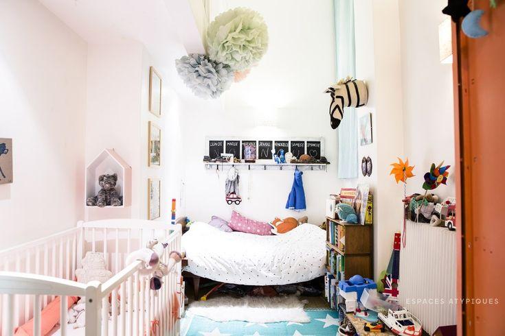 Детская небольшая, но благодаря высокому потолку и хорошей освещенности кажется больше.  (индустриальный,лофт,винтаж,стиль лофт,индустриальный стиль,интерьер,дизайн интерьера,мебель,архитектура,дизайн,экстерьер,квартиры,апартаменты,детская,игровая,детская комната,детская спальня,дизайн детской,интерьер детской) .