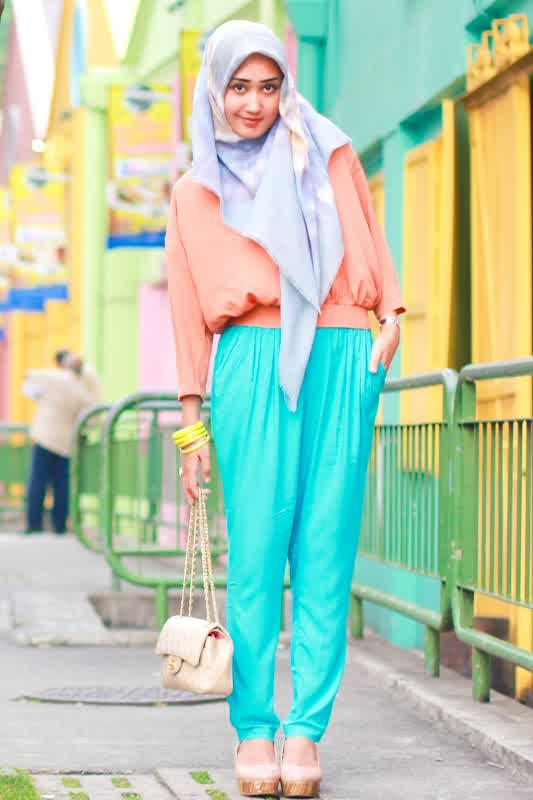 DianPelangi her hijab style is very colored and inspiring . I was amazed. WOW