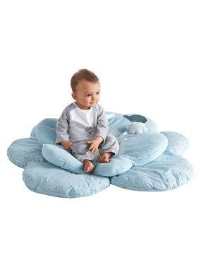 """Tolle Activitydecke aus Samt und Perkal in schönem Himmelsblau. Die Spieldecke für Babies bezaubert mit ihrer schönen Wolkenform und durchdachten Details. Mit der kleinen wattierten Wolke und der Katze am Band lässt es sich gut schmusen und spielen. Die Sternen- und Streifenmuster wirken schick und werden durch ein Hut-Motiv ergänzt - dadurch passt diese Activity-Decke zu den anderen Babyzimmer-Produkten aus unser """"Katz' und Maus""""-Reihe.  Activity-Decke: Samt, 80 % Baumwolle, 20 %…"""