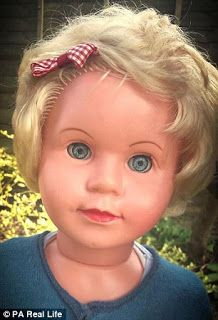 Apparently Peggy doll has nothing special: blond hair, blue eyes and a bow in her hair. There is a particular though, would be possessed.
