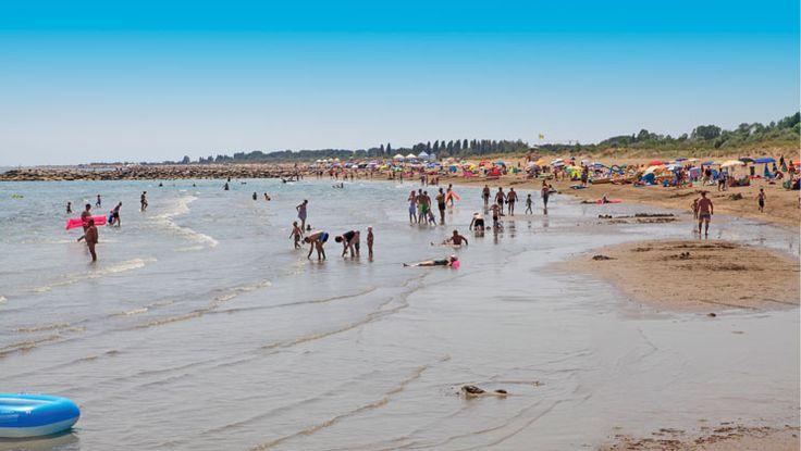 Camping Ca'Savio - Adriatische Kust - Italië - Strand. Achter de duinen ligt het ruime, brede zandstrand van Treporti aan uw voeten.