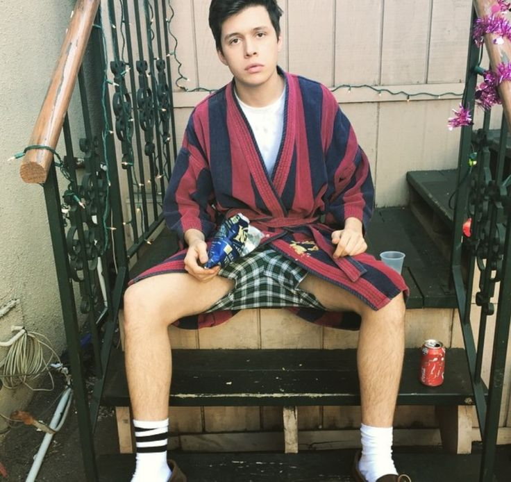 nick robinson shirtless - Buscar con Google