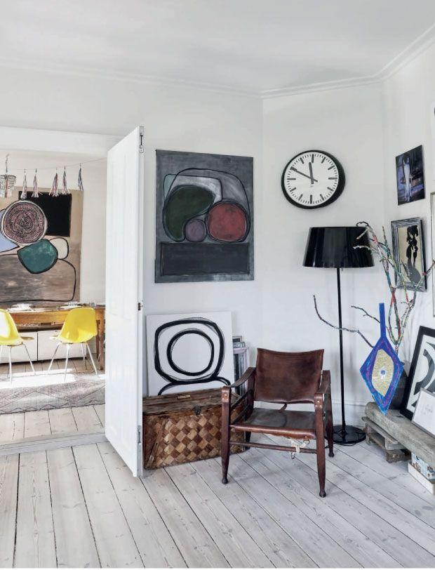 een vintage interieur met heel veel kunst - MakeOver.nl