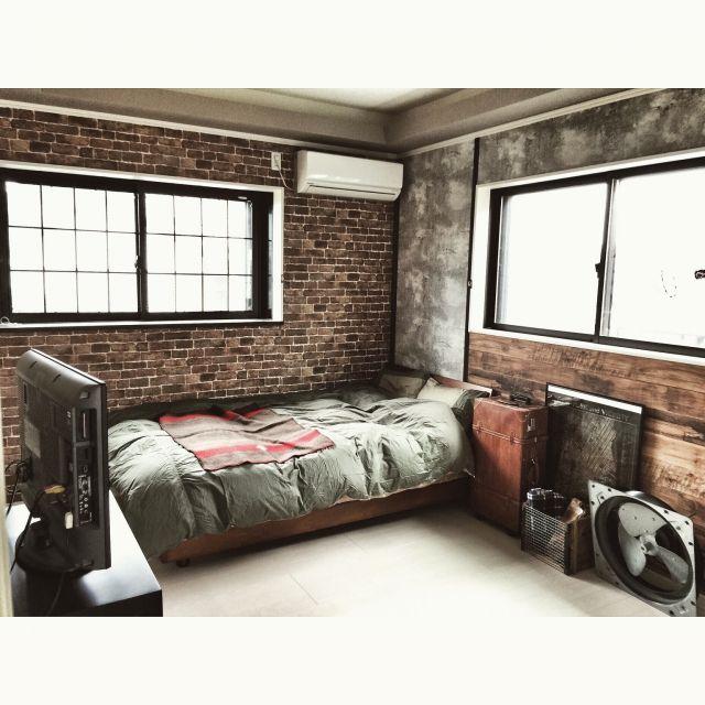 yupinokoさんの、ブログ更新しました♡,ガレージ風,寝室改造始めました,海外インテリアに憧れて,セルフリノベーション,NYスタイル,男前,インダストリアル,壁紙屋本舗,工業扇,ベッド周り,のお部屋写真
