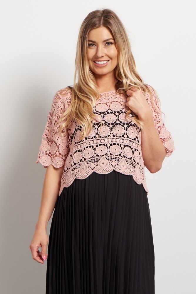 Now you can wear all your favorite high waisted skirts with this maternity crop top. A short sleeve crochet top with an elegant design for a feminine look you can stay cool in. Style it with a maternity cami and a high waisted skirt for a gorgeous ensemble.