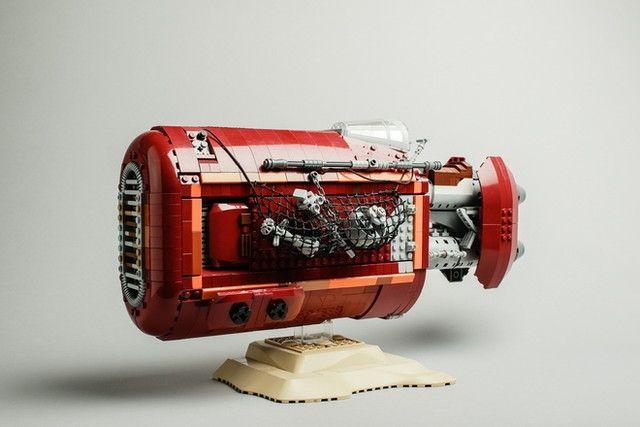 長さが約45センチもある! 映画「スター・ウォーズ/フォースの覚醒」の序盤にて、惑星ジャクーでレイがガラクタ集めのために乗っていたスピーダーが、レゴ製品化にむけ賛同者を募集しています。 LEGO I