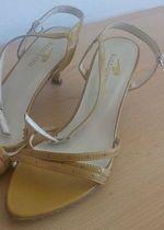 Nošené otevřené botky na podpatku