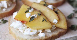 toast-a-la-feta-et-aux-peches
