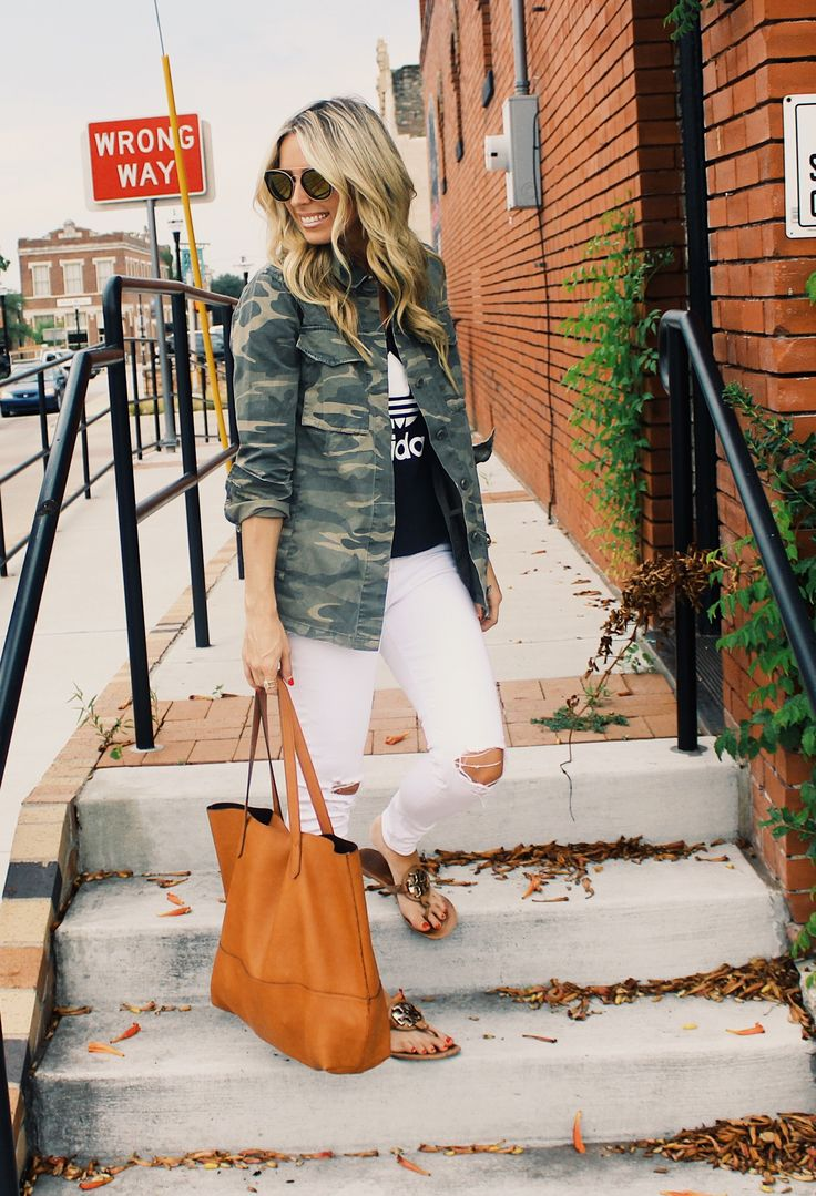 Camo jacket, camo jacket outfit, adidas, adidas originals, white jeans outfit, summer fashion, fall fashion