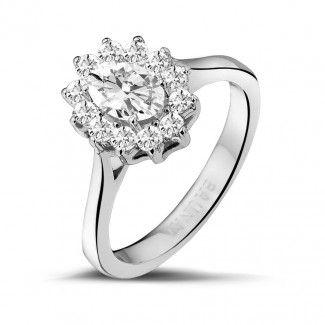 Witgouden Diamanten Ringen - 1.00 caraat entourage ring in wit goud met ovale diamant
