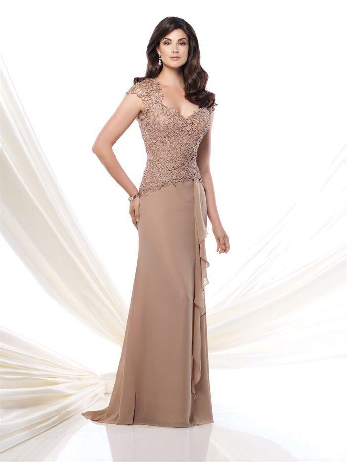 Prachtige lange jurk van chiffon met top van kant. Voorzijde.