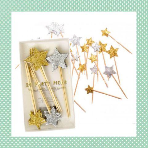 Deze leuke ster prikkers zijn leuk voor kinderen met kerst of oud & nieuw. Bijvoorbeeld in een borrelhapje of in een cupcake! http://dekinderkookshop.nl/product/ster-prikkers-24-st/