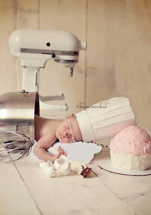 Well having my own bakery starting.. means my next baby will be subjected to this photo shoot.... definately!! hahaha CUTE!!