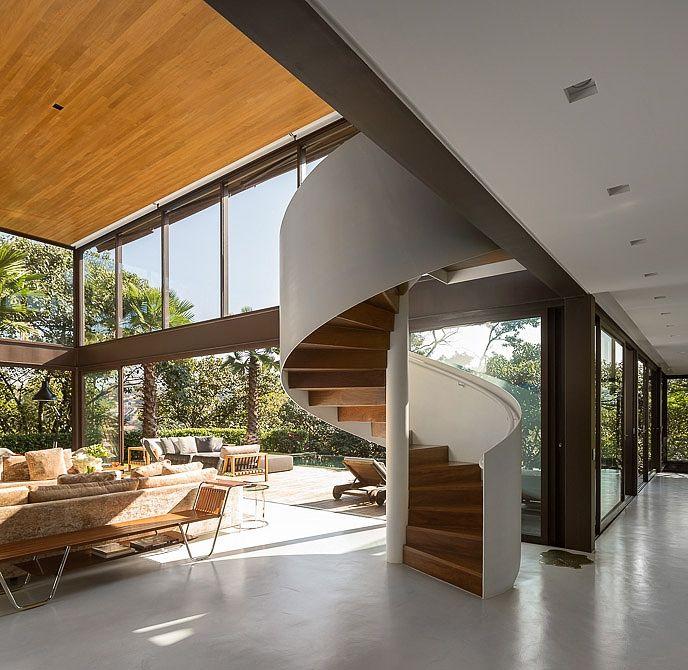 badezimmer design ideen leuchtend gelbe wand holzwaschbecken Limantos Residence