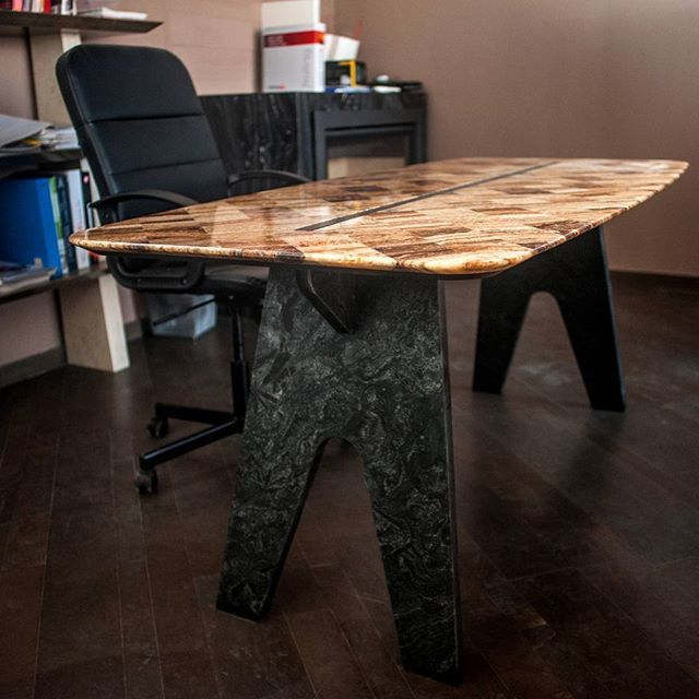 Check out the beauty of #onyx and #black #granite - #shop online at www.the-bside.it #din2016 #fuorisalone2016 #zonalambrate #naturalstone #italiandesign #italianmarble #tailormade #table #luxurytable #luxuryfurniture #luxurydesign #thebside