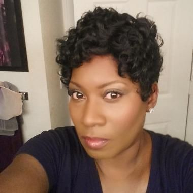 Charita Owens has been providing makeup artistry services for over 20 years. She specializes in using custom-blended makeup for more fabulous photos. This provider is only available by appointment.