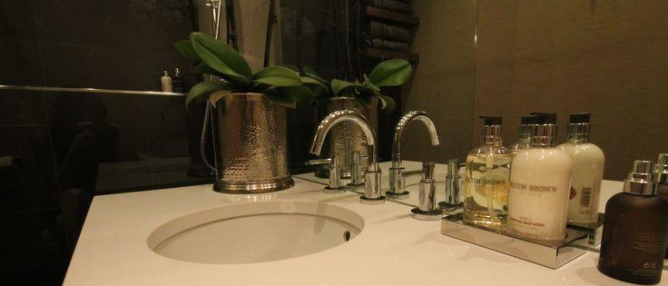Quartz Vanity Worktop with under mounted sink