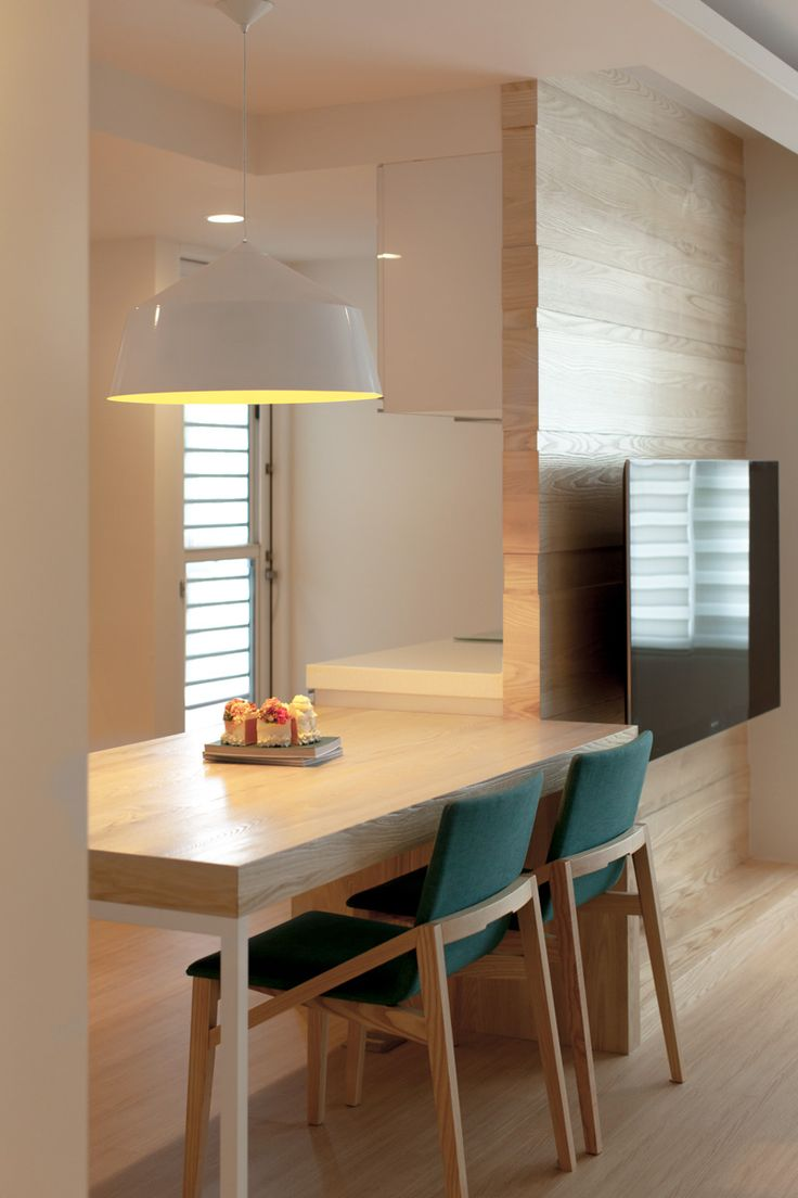 Minimalist kitchen decorating ideas for small apartment decobizz com - Smart Modern Apartment Design Small Space Setting Sleek Dining Room With White Oak Dining Table Modern Apartment Neonebu