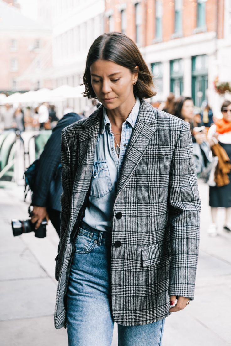 NYFW SS18 Street Style I | Collage Vintage. Chambray shirt+grey checked masculine style blazer+high-waist jeans. Fall Casual Outfit 2017