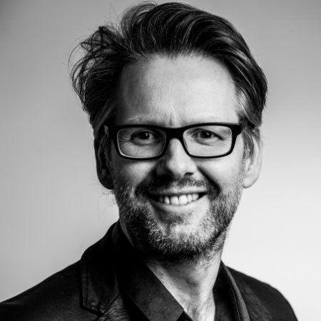 Dirk Verhoeven (voormalig leidinggevende Kwintes) over mij: 'Je bent een plezierige collega in de samenwerking en pakt verantwoordelijkheid op waar mogelijk. De rol van voorzitter heb je opgepakt en je bent daarin verbindend en structurerend.'