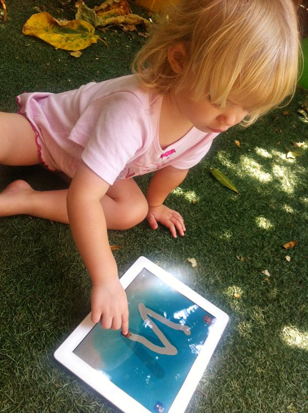 Great iPad apps for your toddler! Reviewed and approved by the amazing Morgan @  The818.com :-)