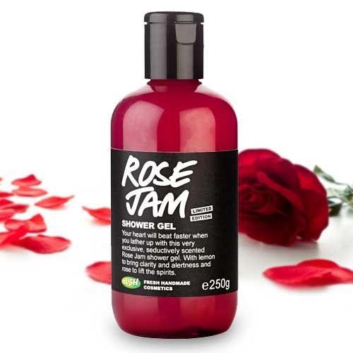 Mettez un peu de rose dans votre vie et découvrez en exclusivité notre nouveau gel douche à la senteur exceptionnelle, telle une rose fraîche dont le parfum délicat se déposera sur votre peau et envahira votre salle de bain. Un cocktail de délicieux ingrédients renfermés dans une bouteille : baies de goji, huile d'argan, huiles essentielles de rose, de géranium, de citron... http://www.lush.fr/shop/product/product/path/136_138/id/1396/douche-gels-rose-jam