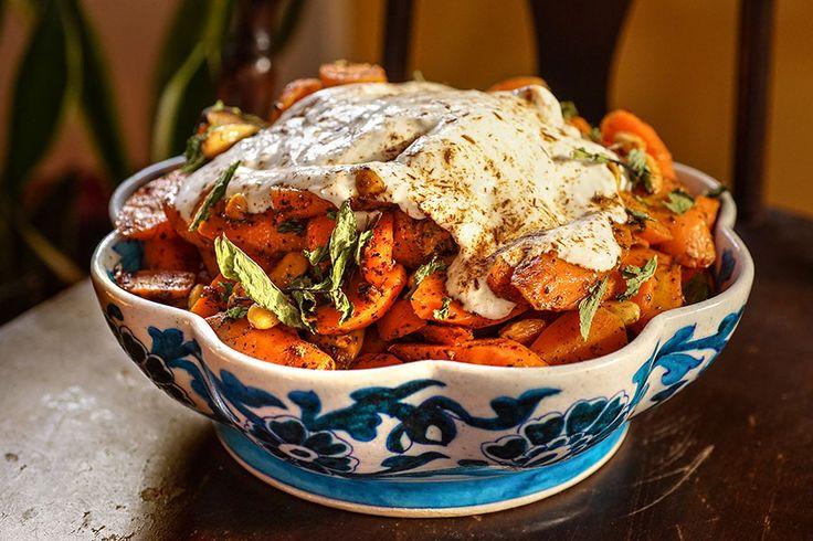 Les carottes cuites sont très bonnes en salade. Nous aimons bien servir celle-ci pour accompagner un cari de volaille ou de poisson. Ingrédients 1 lb (500g) carottes ¼ tasse huile d'olive ½ tasse amandes entières 2 copeaux de cannelle 2 c. à thé dhaba masala, moulu Sel et poivre, au goût 2 c. à soupe …