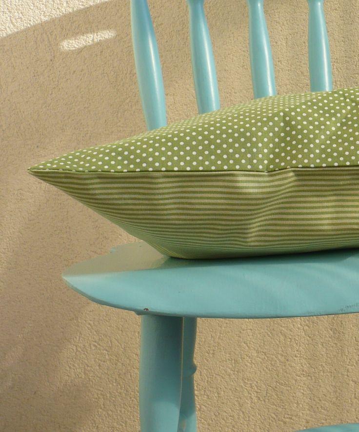 Polštář Povlak na polštář z bavlněné latky, výplň není součastí. Zapínání je obálkové, rozměry 40 x 40 cm Doporučené praní 30°C, žehlení program bavlna z rubné strany