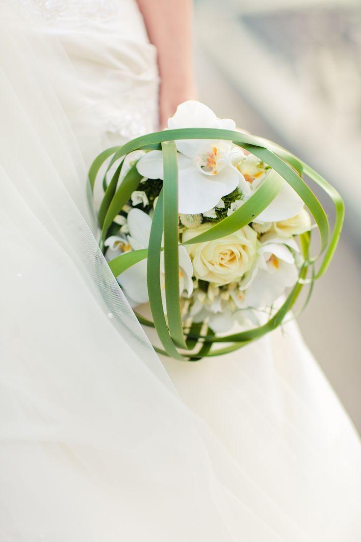 Weißer Brautstrauß mit Orchideen