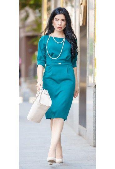 O #rochie moderna, de culoare turcoaz-inchis pentru o #tinuta #office este o alegere potrivita in acest #sezon.