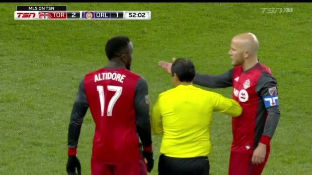 #MLS  YELLOW CARD: Jozy Altidore kicks out at Jonathan Spector