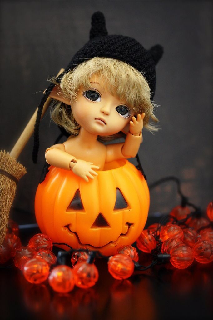 https://flic.kr/p/8Geje1   Patiently waiting...   How many more days 'til Halloween?! I really want my candy corn right now!   Uni Miel is on a strict no candy diet until Halloween.   Hat by SimplyKir Broom from Peggy. Thanks!