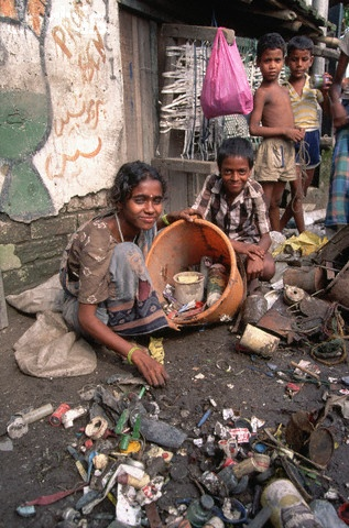 Scrounging Food in Calcutta This is the lives of hopeless ...