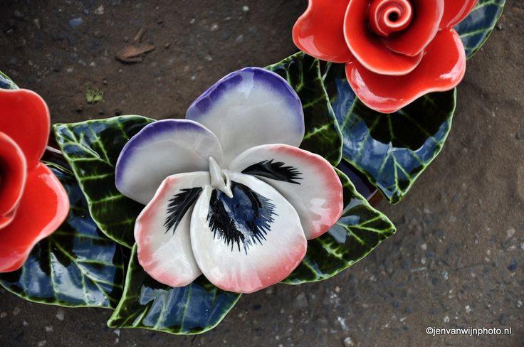 Detail of the famous French ceramic flowers Detail van de Franse bloemen van keramiek. For more info check www.keramiekvoorbuiten.nl